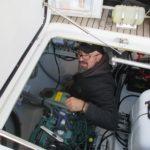 Didier termine l'installation générateur et clim