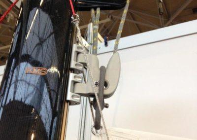 Hisser et affaler la grand voile facilement grâce à l'innovation KARVER