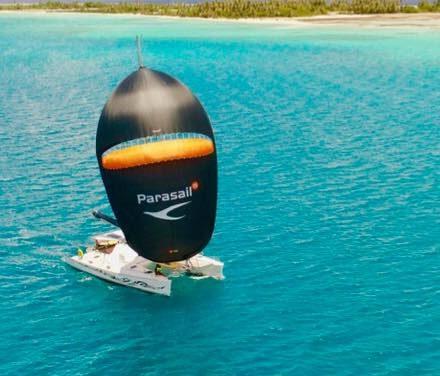 Navigation paradisiaque sous PARASAILOR